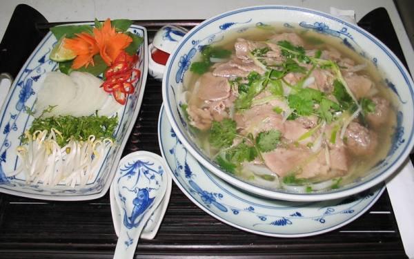 1. Тарелку супа фо во Вьетнаме.