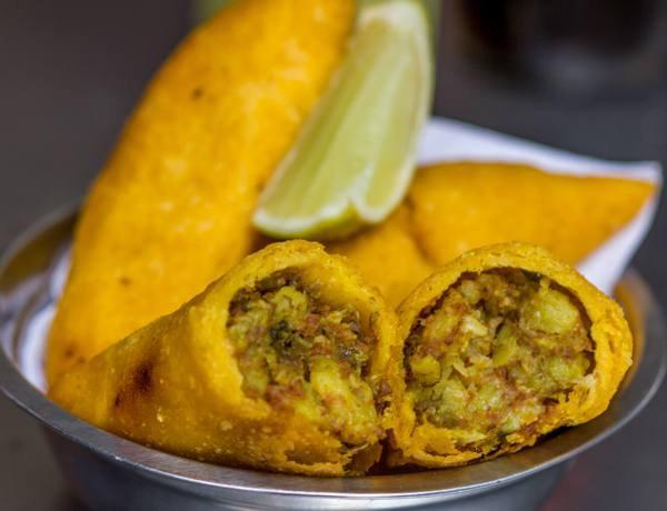 18. Три пирожка эмпанадас в Колумбии