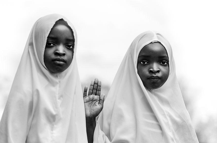 1. «Я вернулся из Танзании 3 месяца назад, но уже чувствую, что скучаю по этим детям», - говорит фотограф.