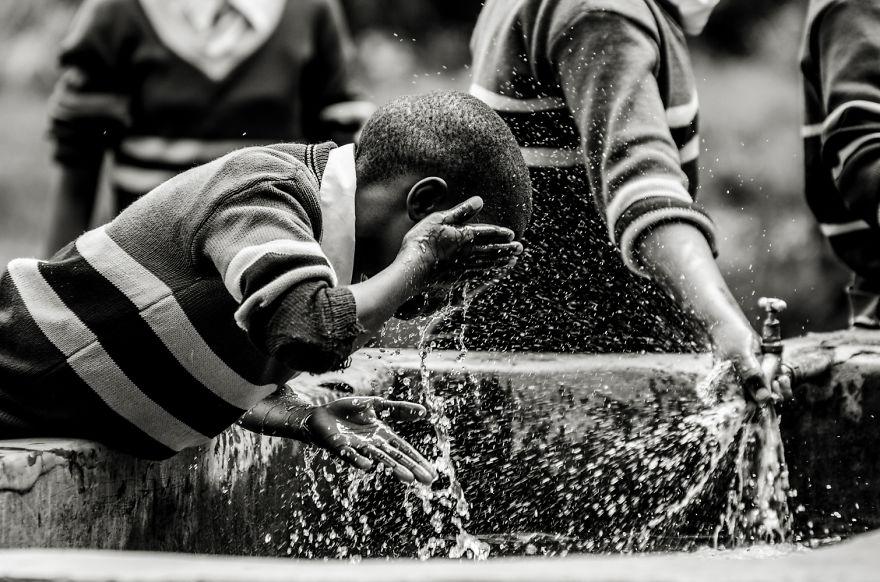 12. Дети Танзании с радостью позировали для групповых снимков.