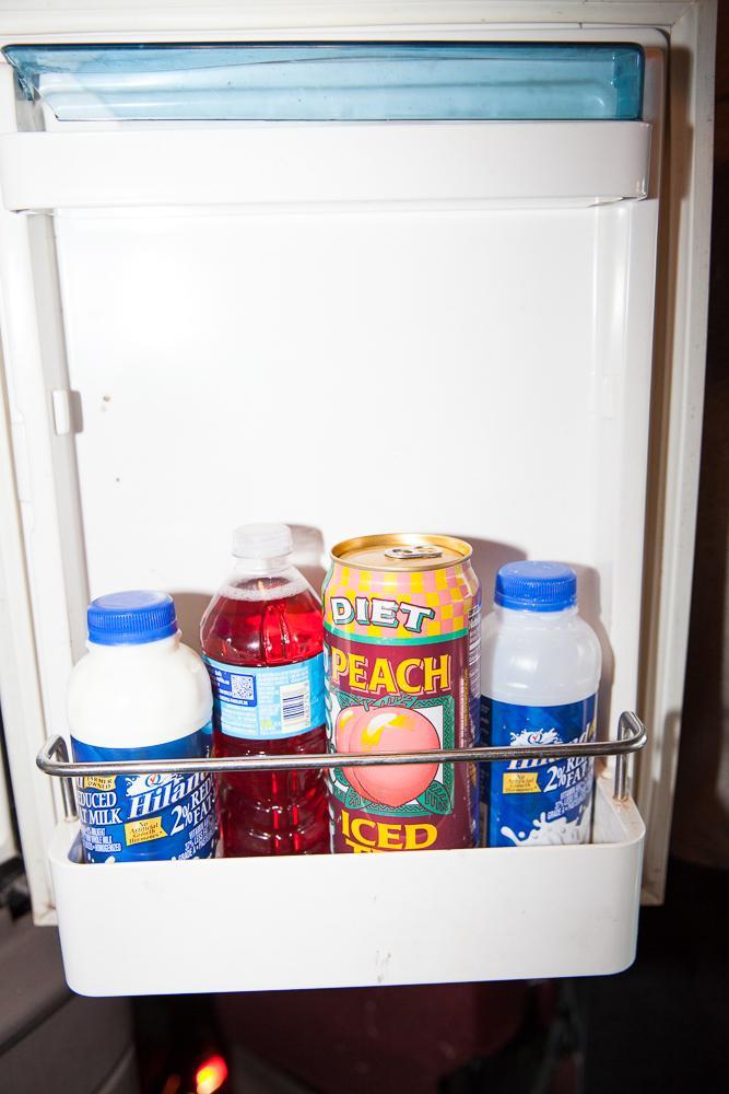 12. Холодильник с напитками.