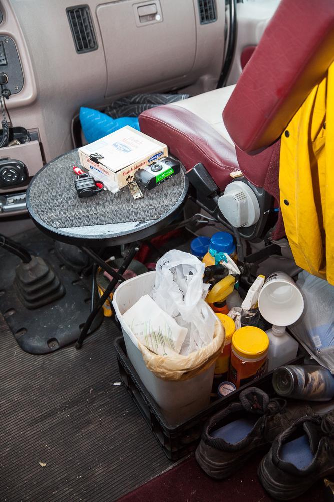 14. Долгие поездки не очень хорошо сказываются на чистоте салона. Но после рейса машину ждет капитальная уборка.
