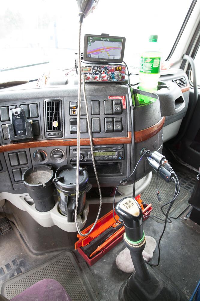 9. Радиостанция и GPS-навигатор – незаменимые помощники, если вы занимаетесь грузоперевозками.