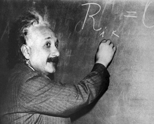 2. Говорят, что Эйнштейн провалил экзамен по математике. На самом деле это миф. Вот, что говорил сам Эйнштейн: «Я никогда не испытывал проблем с математикой. В 15 лет я уже освоил дифференциальное и интегральное исчисление».