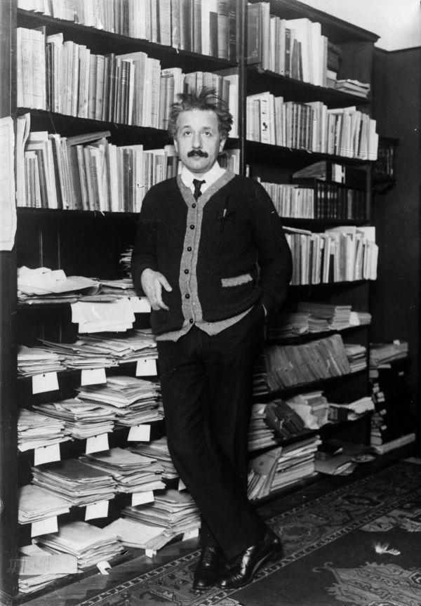 6. Нобелевскую премию Эйнштейн получил не за теорию относительности, а за теорию фотоэффекта.