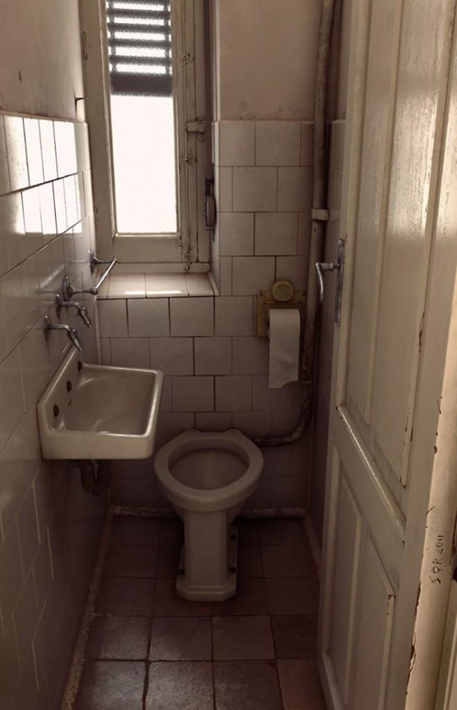 14. Старий туалет від Хуана Сікуера. Дизайнер з успіхом передав всю похмурість цього місця. Погодьтеся, не дуже хочеться торкатися до оточення цього туалету.