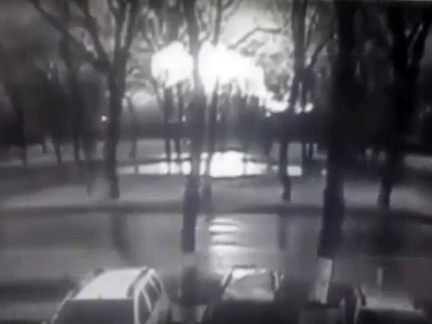 2. Кадр с камер слежения, на котором запечатлен взрыв крушения самолета.
