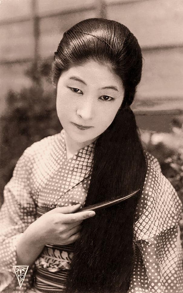 21. Японская девушка.