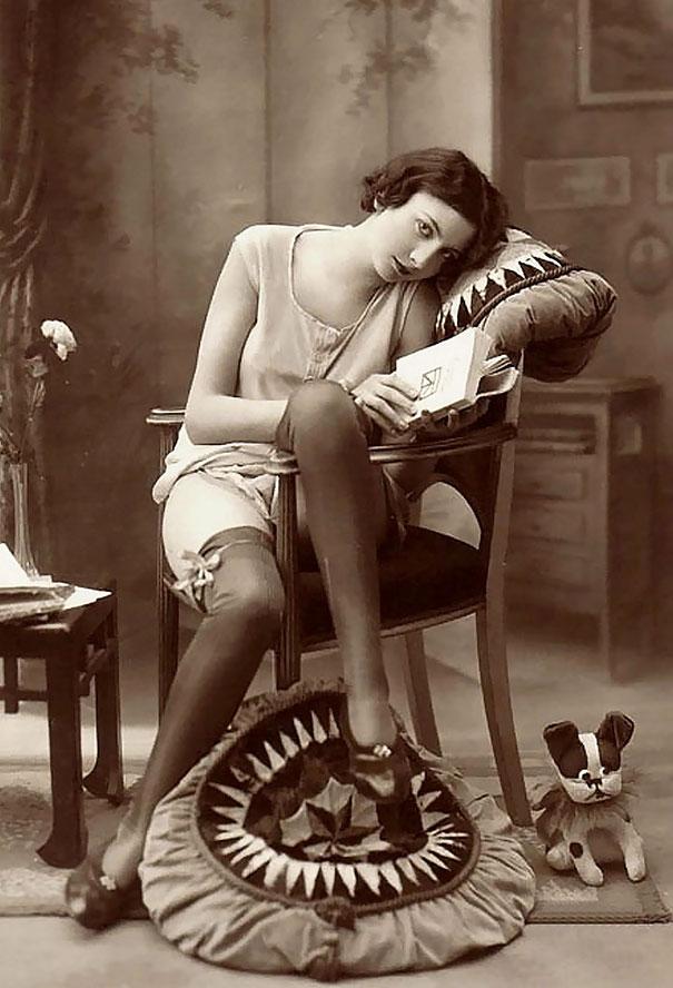 9. Девушка с книгой.
