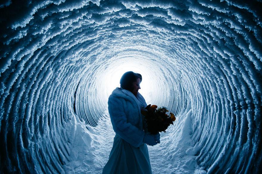 1. Энтони и Мари организовали самую необычную свадьбу внутри ледника Лаунгйёкюдль в Исландии.