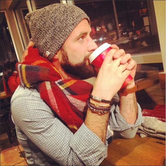 2. Пользователь Instagram @travismay в уютном кафе. Travismay разместил фото и не забыл о глубокомысленной подписи, которые так часто пишут девушки к своим фотографиям в Инстаграме. «Иногда просто хочется вот так посидеть и подумать о жизни», написал @travismay и добавил тегов . #soblessed #ZARAblanketscarf #yurman #tods #hugoboss #neff #lovinglife #stylish #love #hipster #atl #hotmanwithbeard #beard #ryangosling #healthy #fashion #fashionlove #PSL #lovinglife #starbucks #happyishealthy #positivevibes #lovinglifeFollow