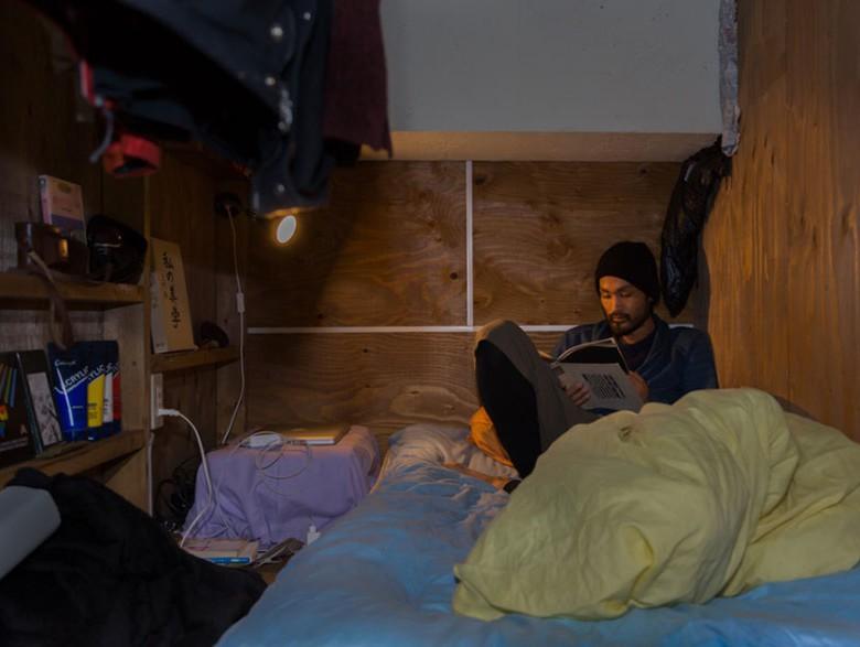 7. Некоторые жильцы поддерживают порядок в своих маленьких комнатках. И даже ощущается некий уют и комфорт.