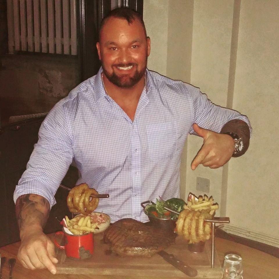 9. 6 вечера. 500 гр. говядины и картофель с зеленью.