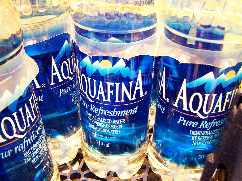 12. Еще «Гора» пьет очень много воды в течении дня, а также соки.