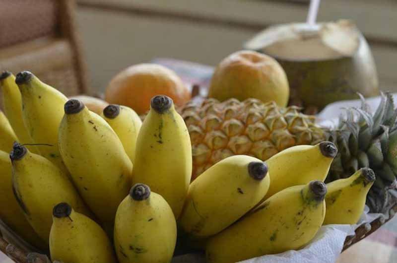 6. 2 часа дня. 150 гр. овсянки или сладкого картофеля, два банана, рис, замороженные ягоды, горсть миндаля, арахисовое масло и глутамин.