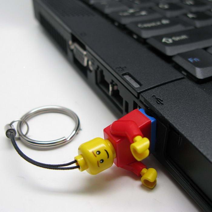 1. Флешка-LEGO.