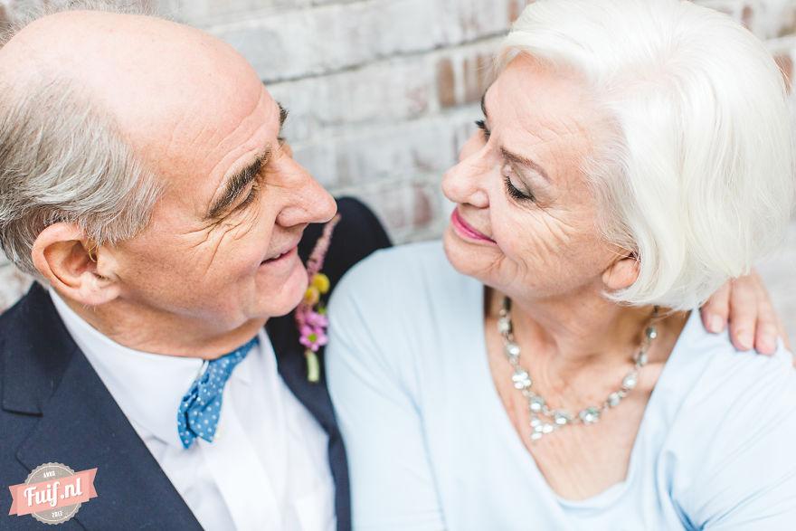 8. Фотограф Nienke van Denderen был потрясен и очень тронут их историей любви, которая не остыла спустя долгие годы.