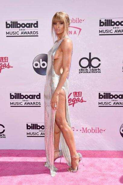 3. Ciara в откровенном платье стального цвета.