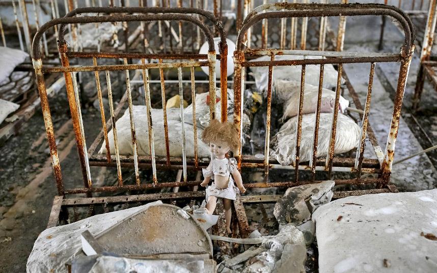 1. Когда-то в Припяти проживало около 50 000 жителей. Сегодня это город-призрак. Эвакуация жителей началась уже на следующий день после катастрофы. О быстрой эвакуации напоминают только брошенные вещи.