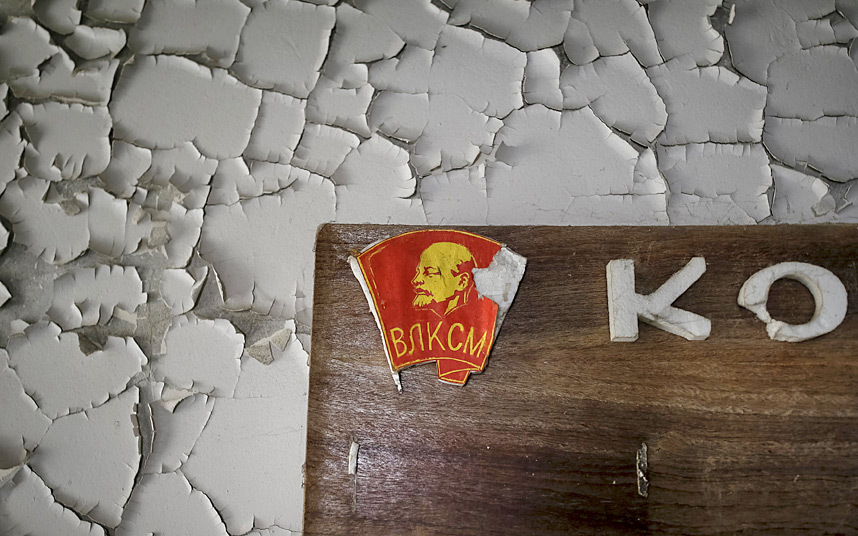 5. Значок-наклейка ВЛКСМ в том же детском саду.
