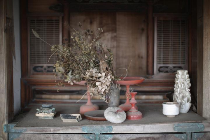1. Сегодня гиды могут провести экскурсию на Фукусиму в зоне отчуждения. Все желающие получают антирадиационные костюмы.