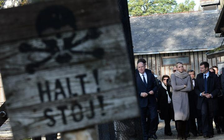2. Концентрационный лагерь в Освенциме – страшное место показывающее все ужасы и зверства нацистской Германии. Сегодня можно попасть на экскурсию по лагерю, которые доступны с января по май.