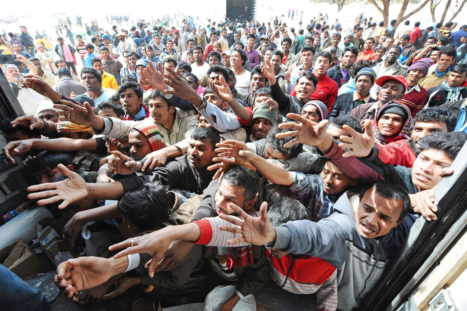 Большинство мигрантов, ищущих убежище в Европе, среди всех стран выбрали Германию. Количество заявлений о предоставлении убежища в Германии – более 476 000. Но по факту мигрантов в Германии гораздо больше. Многие никак не фиксируются. На втором месте по количеству нелегальных мигрантов – Венгрия.