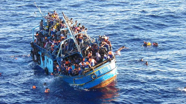 По данным Международной организации по миграции, более 3770 мигрантов погибли при попытке пересечь Средиземное море в 2015 году.