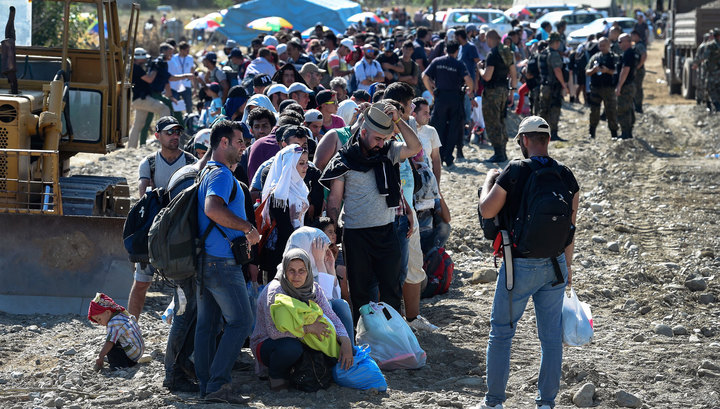 Несмотря на то, что большинство мигрантов сконцентрировано в Германии, исходя из плотности населения больше всего от мигрантов страдает Венгрия. Венгры даже закрыли границу с Хорватией, чтобы остановить поток мигрантов. 1800 беженцев на 100000 человек местного населения зафиксировано в Венгрии. Швеция - 1667 на 100000 человек. Германия – 587 на 100000 человек.