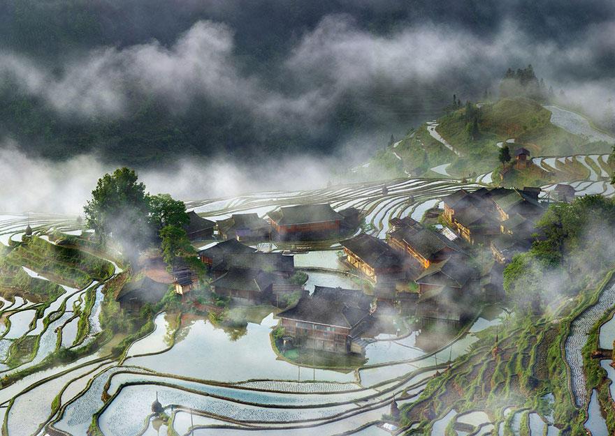 10. «Деревня в тумане», Китай.