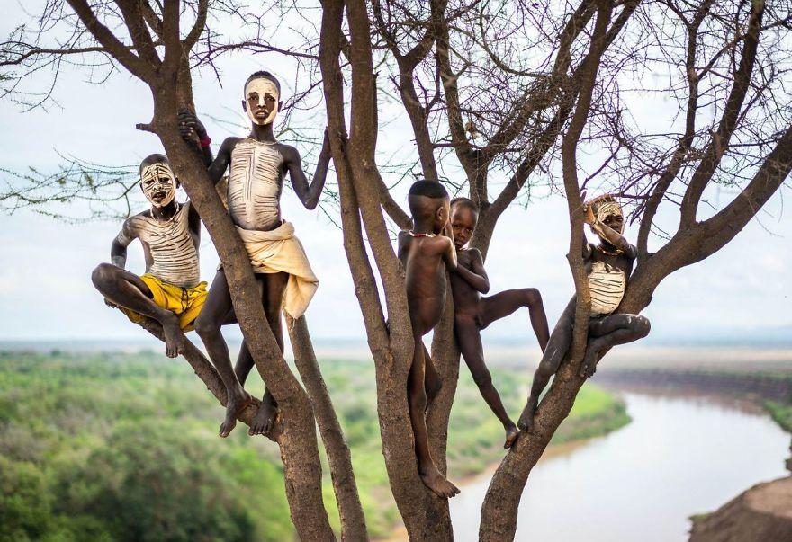 17. «Дети с раскрашенными лицами», Эфиопия.