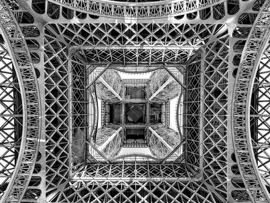 25. «Под Эйфелевой башней», Франция.