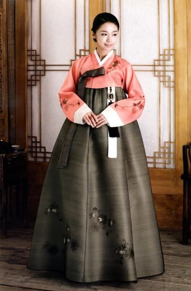 3. Ханбок – корейская национальная одежда. Традиционное платье сегодня можно увидеть на фестивалях и праздниках.