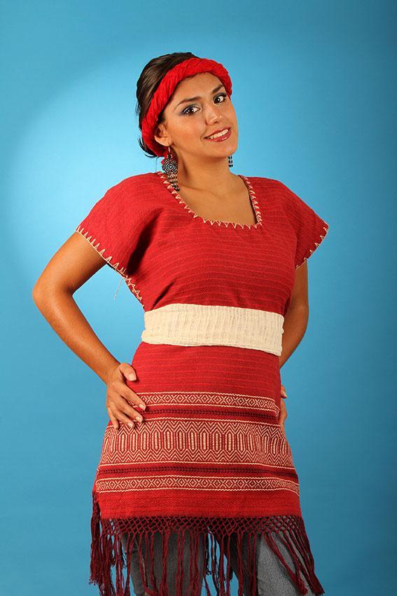 5. А женщины в Мексике носят традиционный костюм huipil.