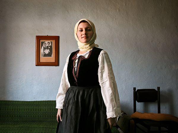 12. Сербская женщина в традиционной одежде своего народа. В Сербии стиль национальной одежды может отличаться в зависимости от региона. (ФОТО: ИГОРЬ МАРКОВ).