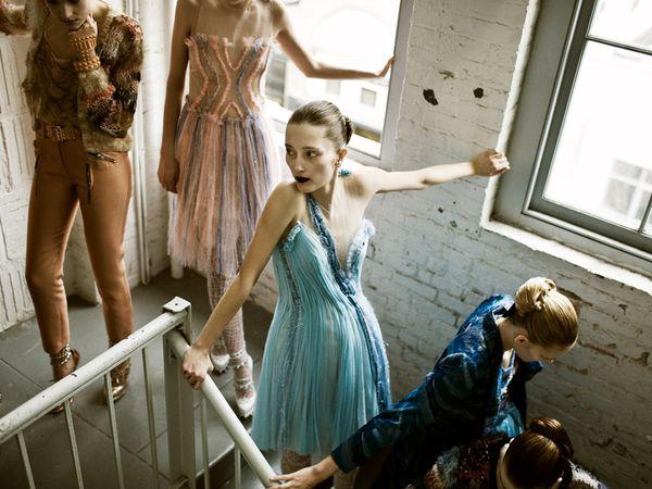 14. Смелые платья моделей Нью-Йорка, где проходят самые главные модные показы в мире. (ФОТО: ДЖАСТИН КРИСТОФЕР АНДЕРСОН).