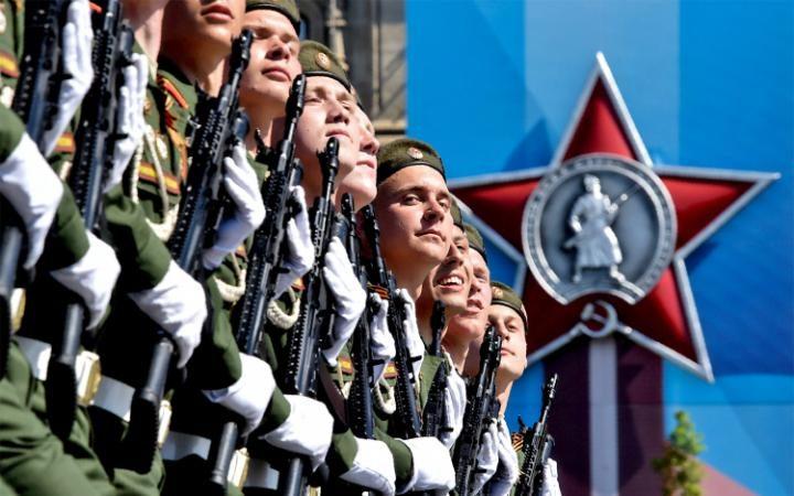 13. Владимир Путин выступил с речью, отметив всю важность победы над фашистской Германией. Также президент подчеркнул необходимость борьбы с глобальным терроризмом и о тесном сотрудничестве с другими странами.