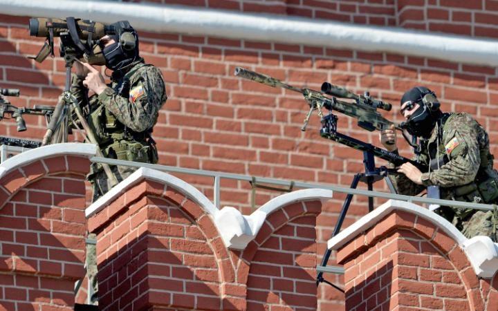 15. Для обеспечения безопасности были задействованы снайперы.