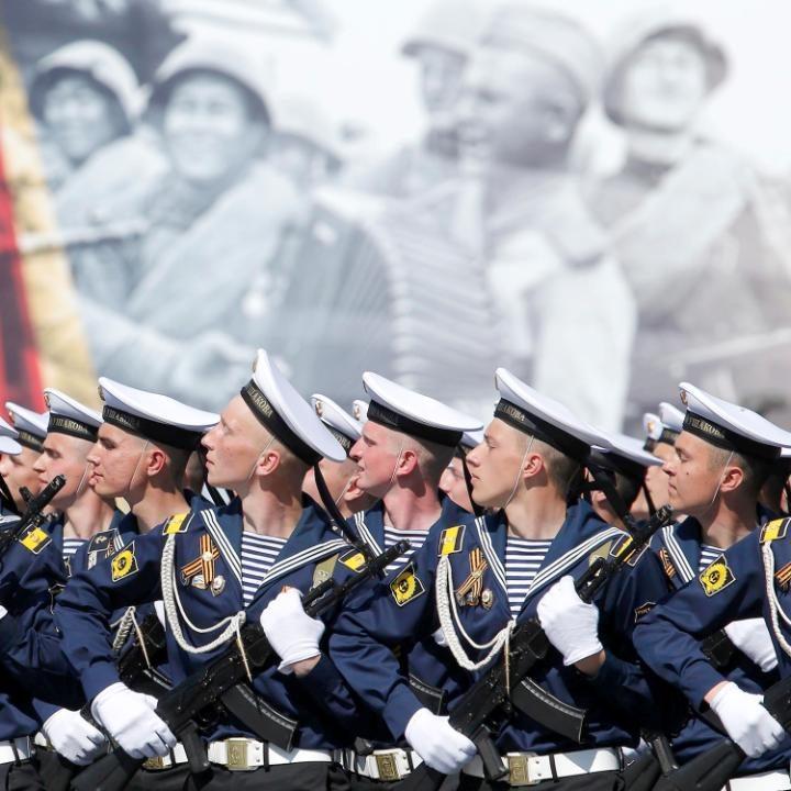 21. Российские моряки.