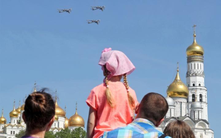 7. В небе над Москвой пролетели стратегические бомбардировщики  Ту-95.