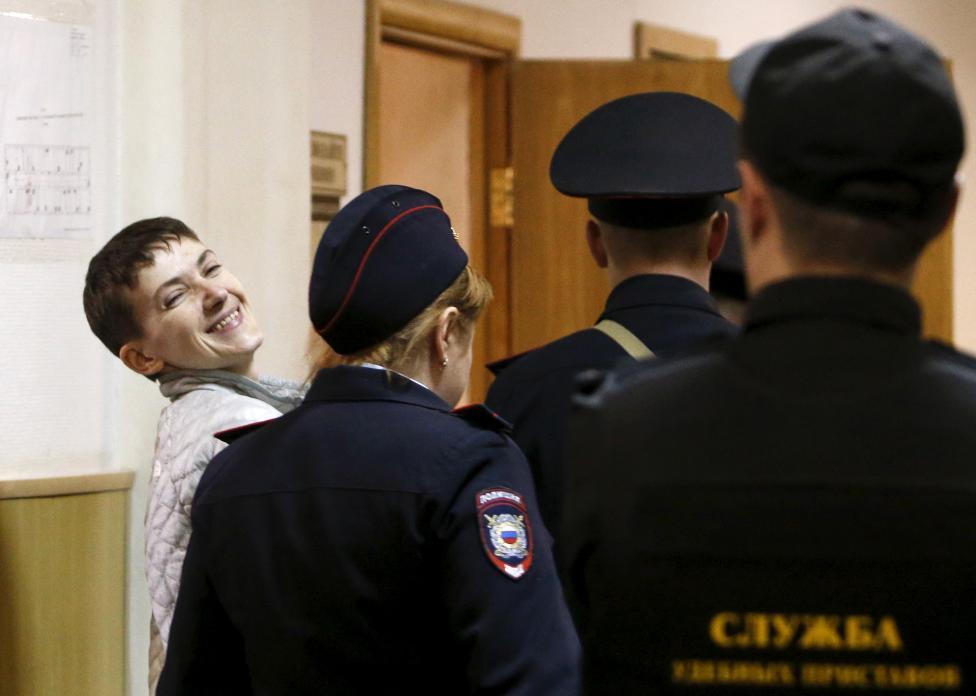6. Помилование Савченко было совершено в целях обмена ее на российских граждан, приговоренных в Киеве к 14 годам тюрьмы.