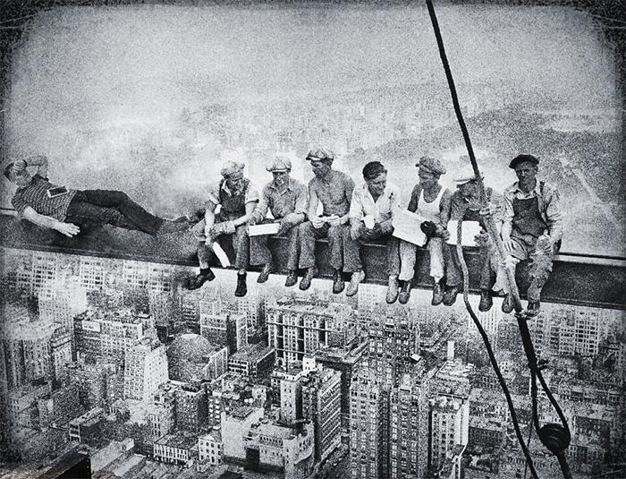 14. Сиеста на строящемся небоскребе, 1932 год.