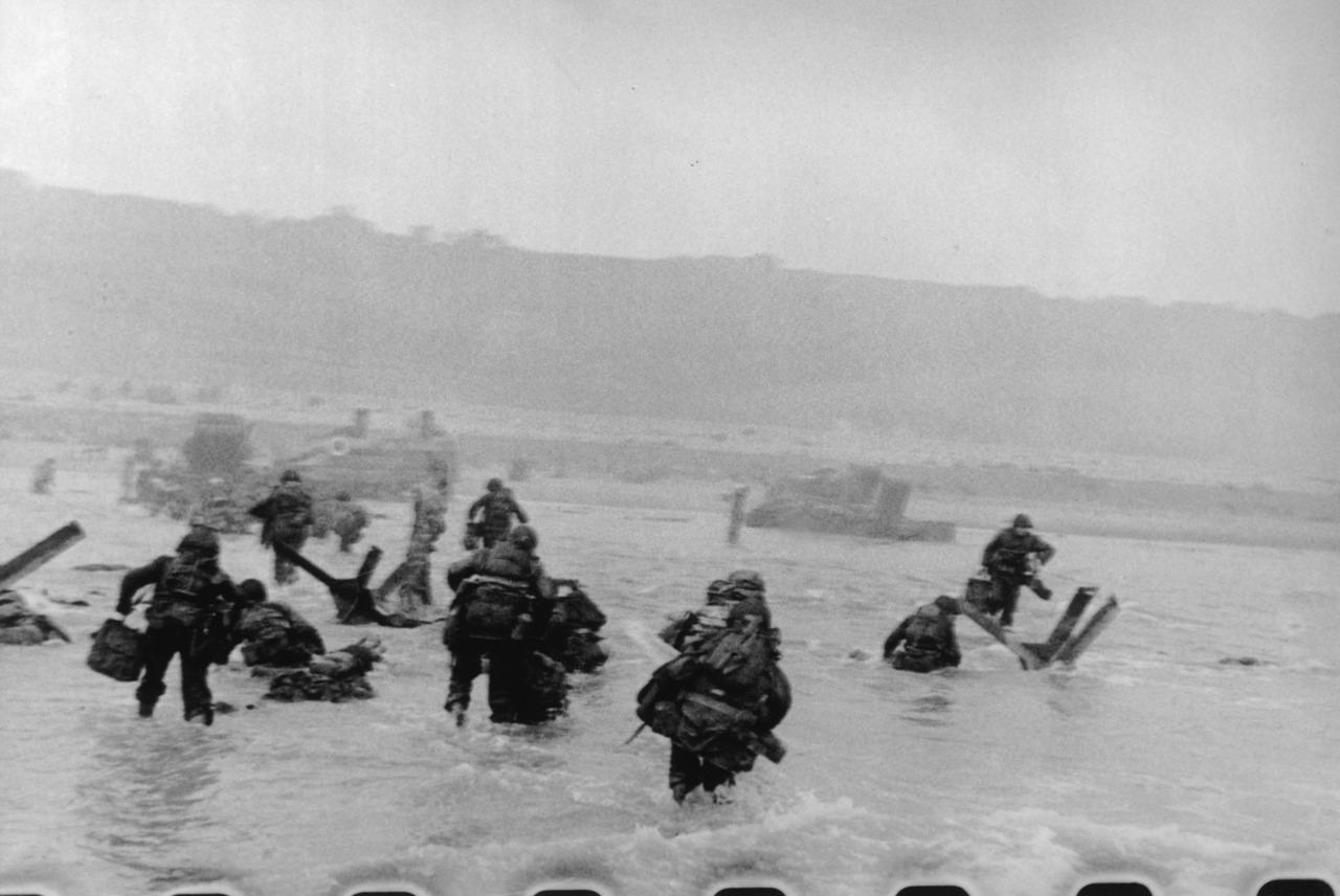 12. Роберт Капа – Высадка в Нормандии.
