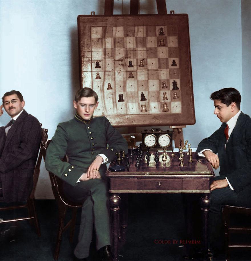 11. Игра в шахматы: Хосе Рауль Капабланка против Александра Алехина, Москва, 1913 год.