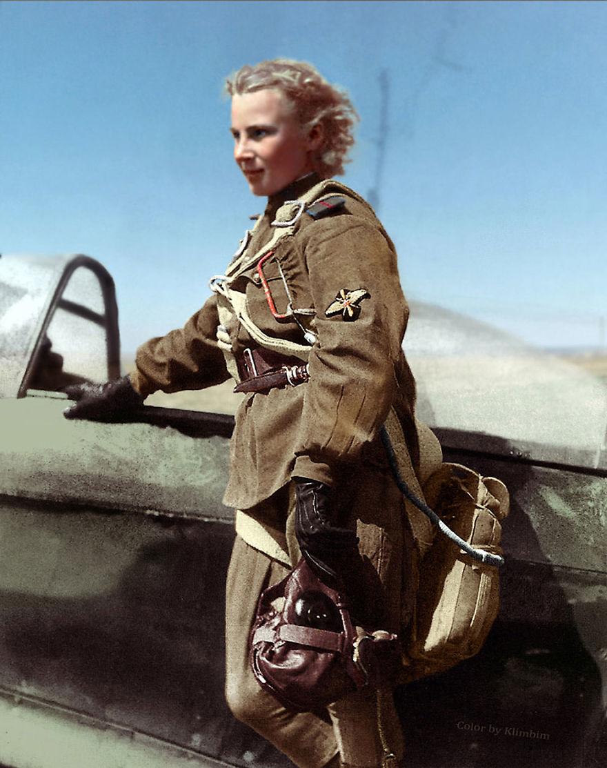 13. Лидия Литвяк, летчик-истребитель, Вторая мировая война, 1941 год.