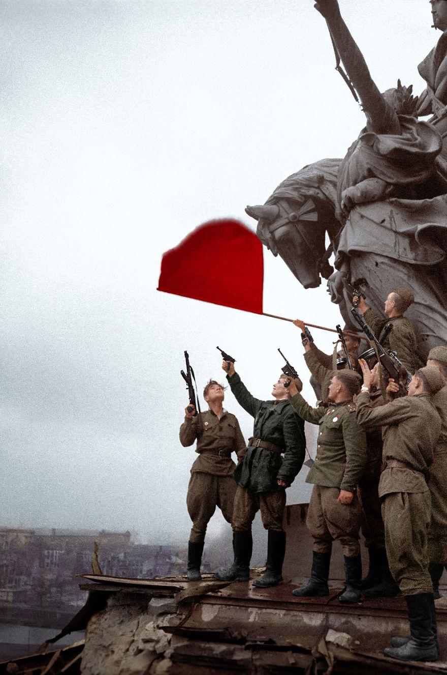 20. Советские солдаты в Берлине, 1945 год.