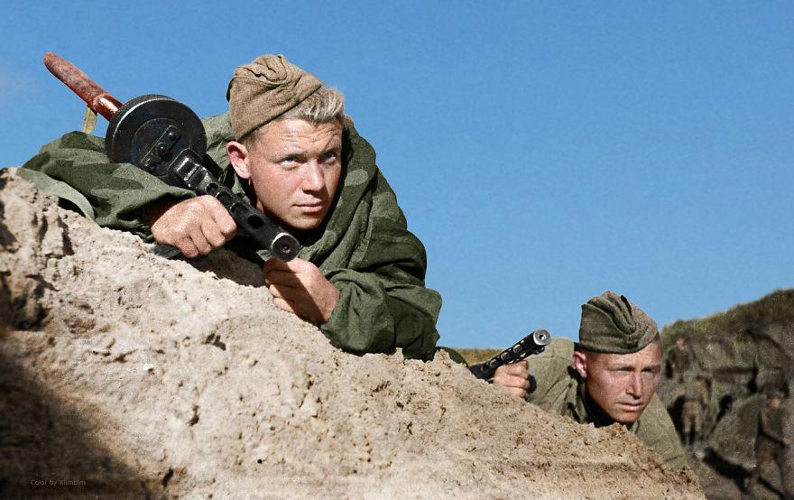 56. Советские солдаты возле Севастополя, Крым, 1941 год.
