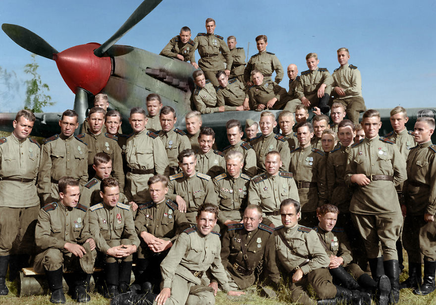 60. Летчики 556-го штурмового авиационного полка, 1944 год.