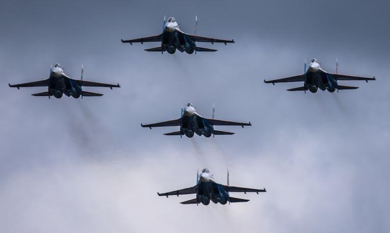 24. Су-27 над Кубинкой.