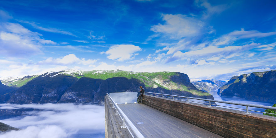 10. Низкий туман над фьордами, вид со смотровой площадки Стегастейн.